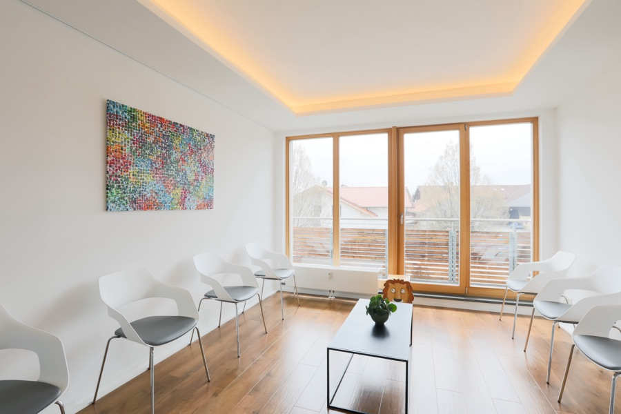Hausarztpraxis Brunnthal München Wartezimmer